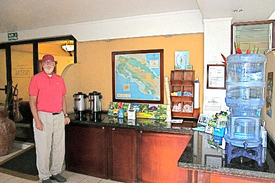 Apartotel Suites Cristina: 24/7 coffee, tea and water