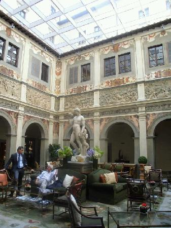 Four Seasons Hotel Firenze: Lobby