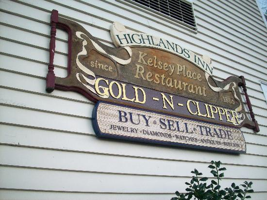Highlands Inn: Sign on 4th Street