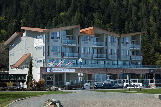 ‪‪Harrison Beach Hotel‬: Harrison Beach Hotel is Situated Across for the Beach with Beautiful Lake Views‬