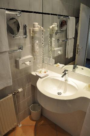 Holiday Inn Stuttgart: Bath 1b
