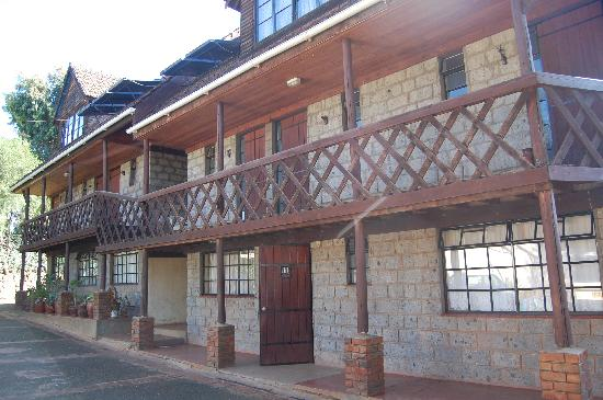 Kikuyu Lodge Hotel &amp; Safaris: The lovely wooden front of Kikuyu Lodge