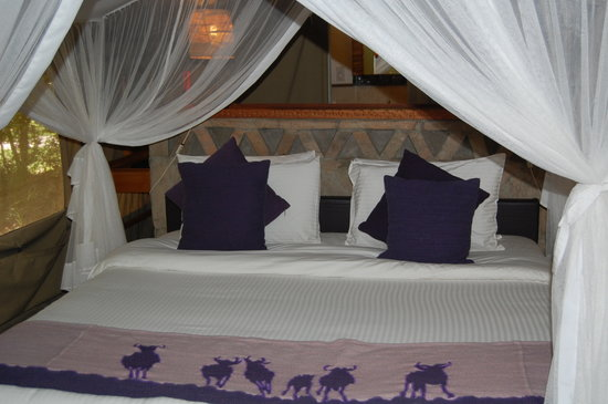 ‪‪Sarova Mara Game Camp‬: Our bed‬