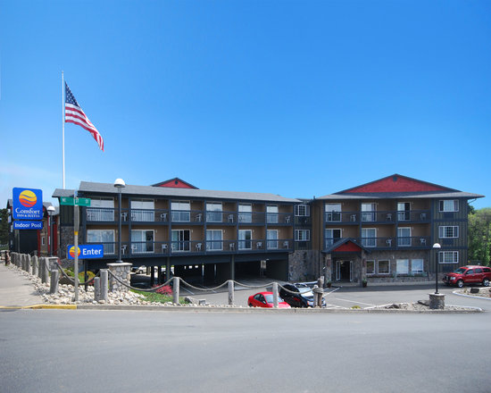 Comfort Inn and Suites Lincoln City: Easy access, located off Hwy 101 close to the D-River Wayside.