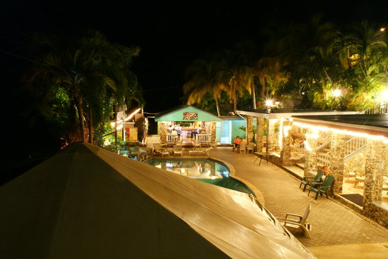Lazy Parrot Inn: The view from our balcony, toward the Inn and pool area at night.