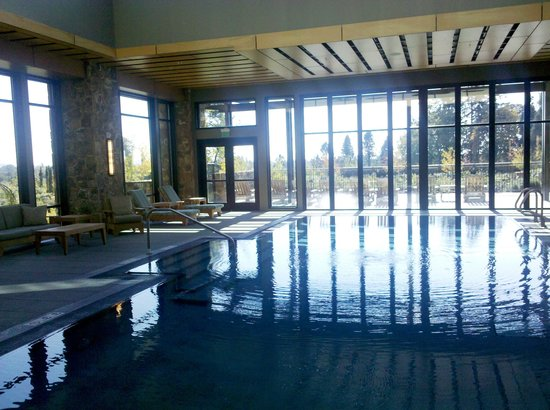 Allison Inn & Spa: Pool from inside the spa, overlooking the grounds