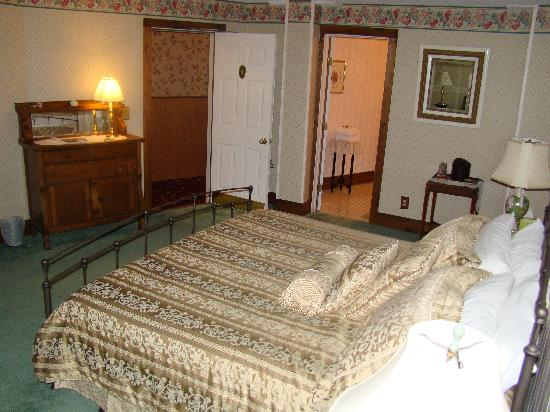Main Street Inn: The European Suite