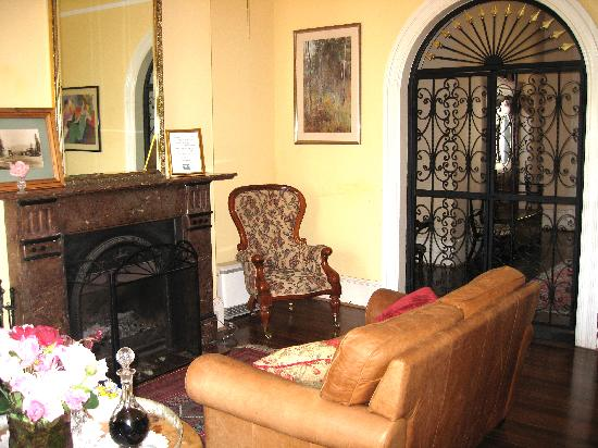 Berry Inn: lounge area