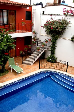 Oaxaca Ollin : View of courtyard and pool 