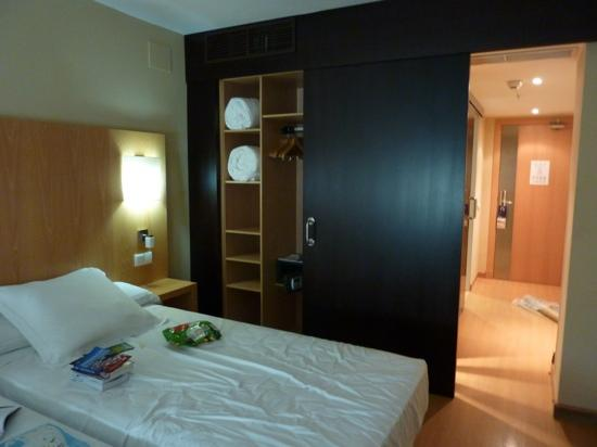Barcelo Cadiz : clean and modern room