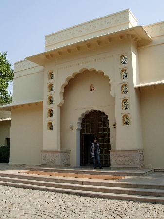 The Oberoi Vanyavilas: The Entrance