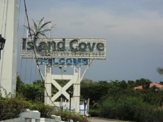 Entrance To Island Cove Picture Of Island Cove Hotel And Leisure Park Cavite City Tripadvisor