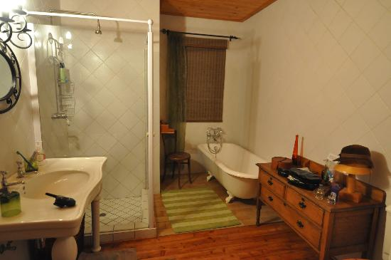Ti Melen: huge bathroom with great deco