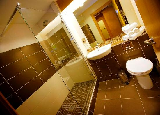 Belmore Court Motel: Superior Room with walk-in shower