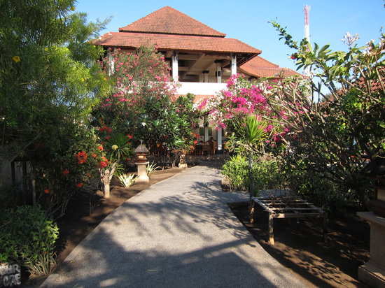 Villa Unggul: The villa