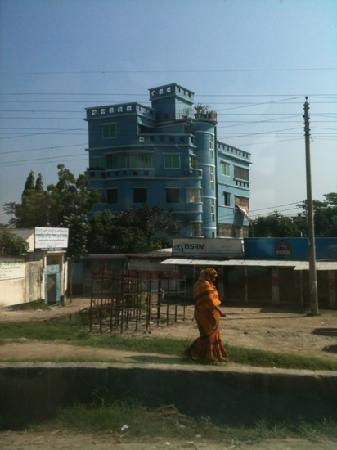 Dhaka City, Bangladesh : The blue house in Dhaka