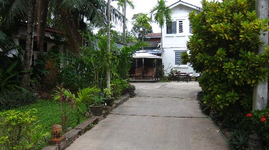 Villa Suan Maak: View from Gate