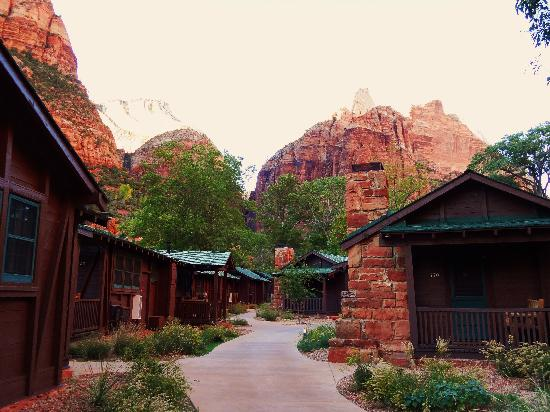 Western cabins 539 to the right picture of zion lodge for Cabin rentals near zion national park