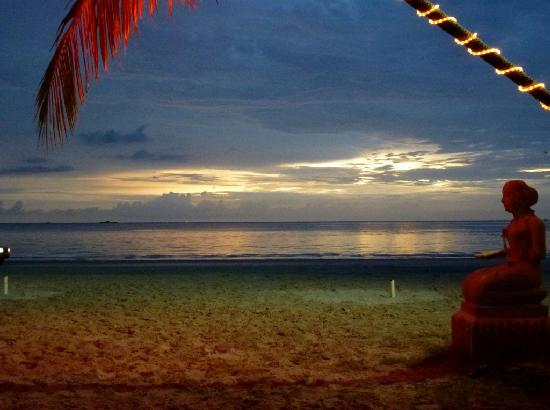 Beach Garden Resort : evening view from the restaurant 