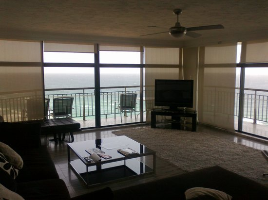 Hi Surf Beachfront Resort Apartments: Wow, what a view!