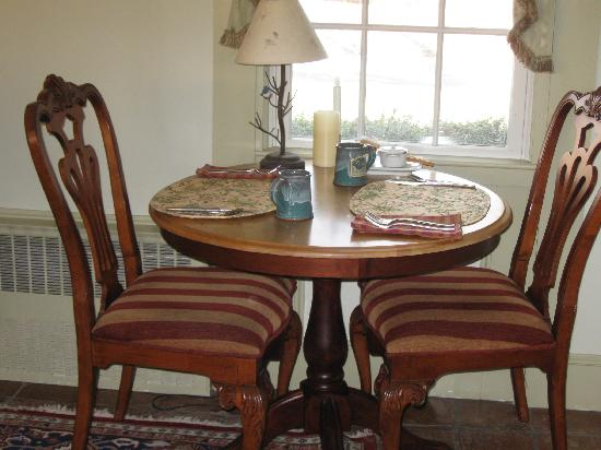 Brewster By The Sea: Breakfast room in the main house