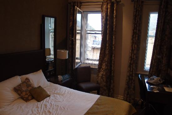 Penny Street Bridge: Room