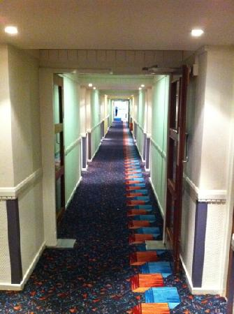 Mercure Maidstone Great Danes Hotel: corridor :/