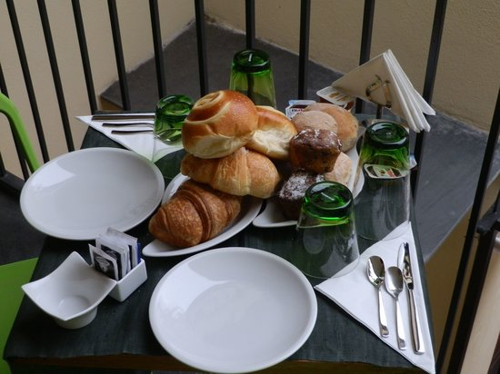 Palazzo Montefusco Sorrento: Large breakfast