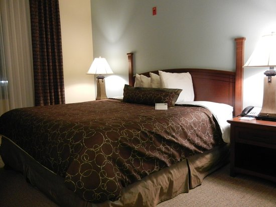 Staybridge Suites Lafayette: The bedroom was very comfortable