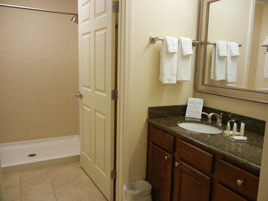 Staybridge Suites Lafayette: The vanity is just outside the bathroom