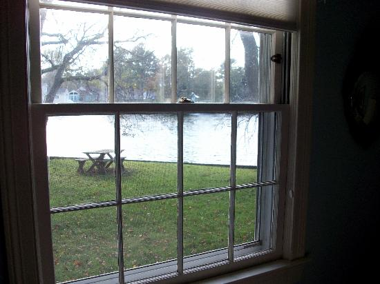 Point Breeze Bed & Breakfast: The view from our bedroom window
