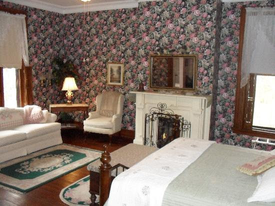 Colonel Taylor Inn B&amp;B: Rose Room