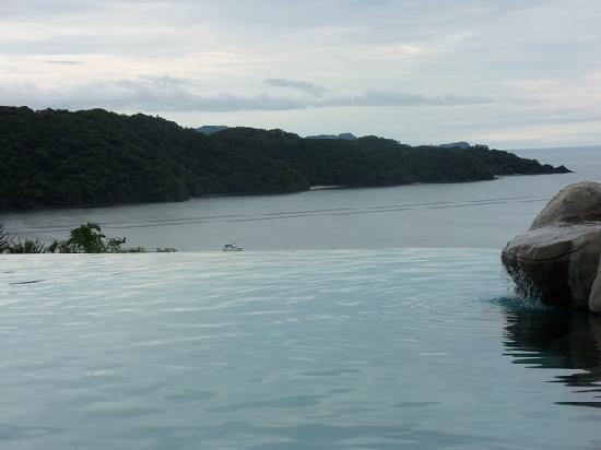 Playa Hermosa, Costa Rica: infinity pool