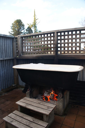 Omahau Downs: wood fire bath