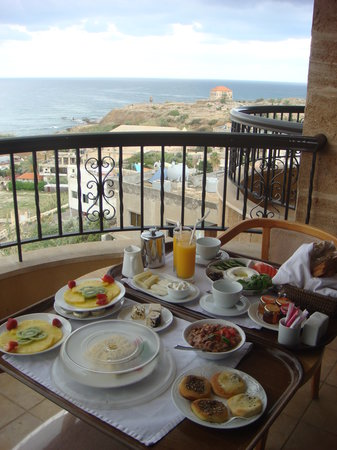 Edde Sands Resort: Breakfast (incl. in room rate) on our balcony