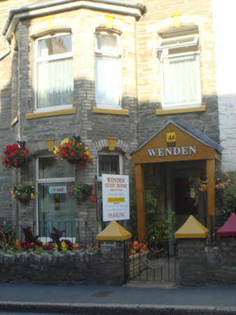 Wenden Guest House: the most colourful house on the road