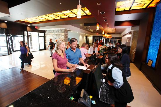 Wildhorse Resort &amp; Casino: Hotel Front Lobby