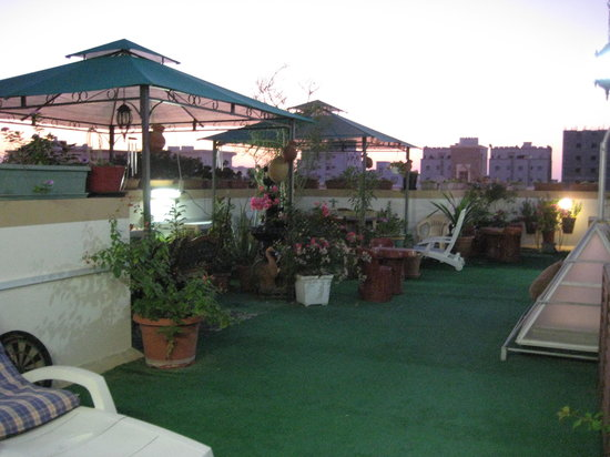 Nomad Guest House: Roof patio