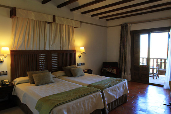 Parador de Toledo : The bed 
