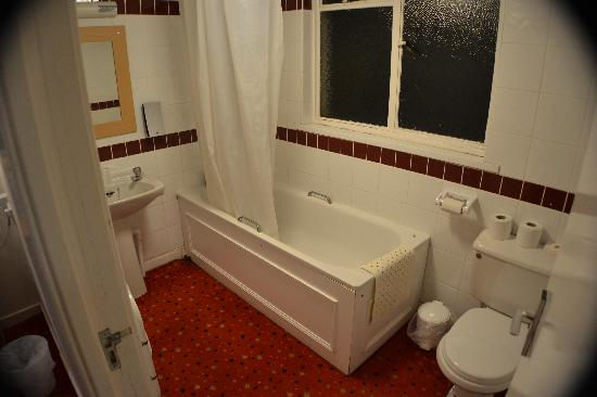 Beverley Hotel: Room 17 Bathroom