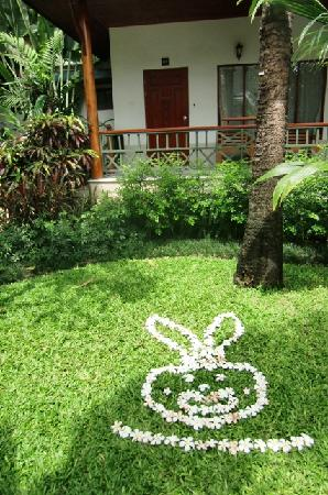 Banana Fan Sea Resort: flowers, decoration