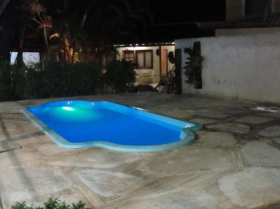 Piscina chica picture of hotel don quijote buzios for Piscinas estructurales chicas