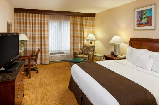 Doubletree By Hilton Bloomington: King Non Smoking Guest Room