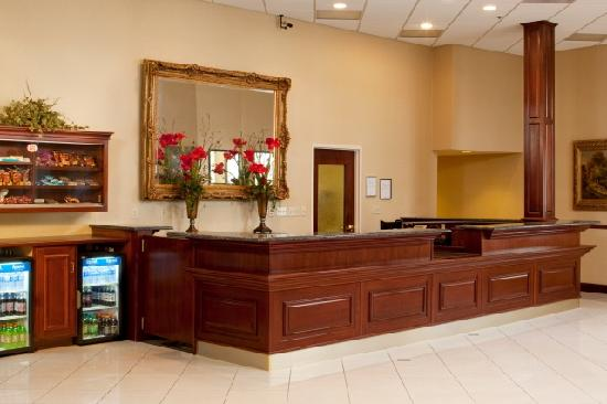 Doubletree By Hilton Bloomington: Front Desk and Reception