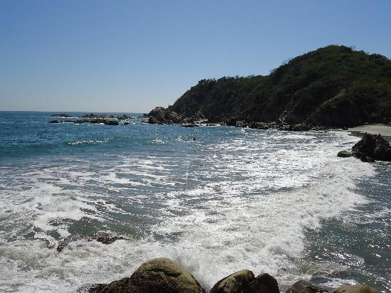 Mision de los Arcos : Just one of Huatulco's many beautiful beaches.