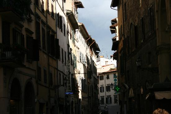 Hotel Rex: Typical florentine street