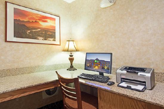 Holiday Inn Express Hotel &amp; Suites Sandy: Business Center