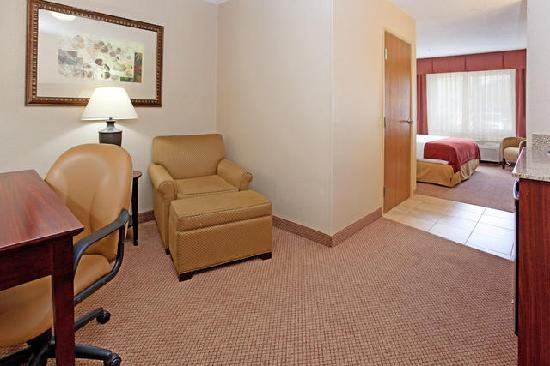 Holiday Inn Express Hotel &amp; Suites Sandy: Executive King Suite