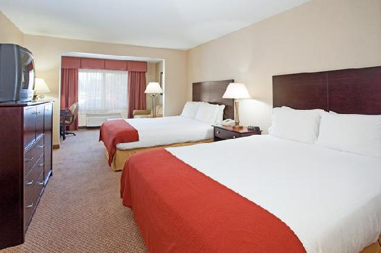Holiday Inn Express Hotel &amp; Suites Sandy: 2 Queen Bed Suite