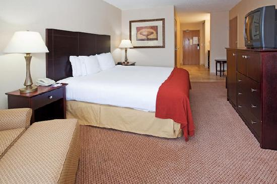 Holiday Inn Express Hotel &amp; Suites Sandy: King Suite